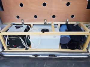 Chauffe-eau et réservoir arrière