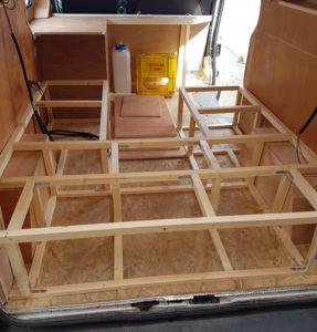 Structure en tasseaux pour meuble lit